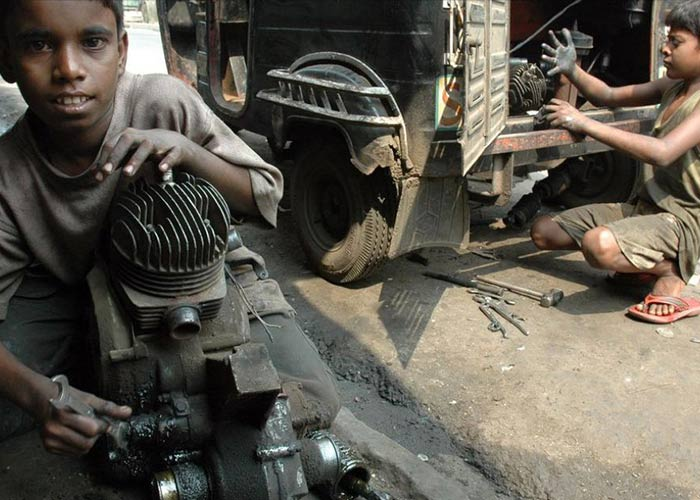 essays on child labour in pakistan
