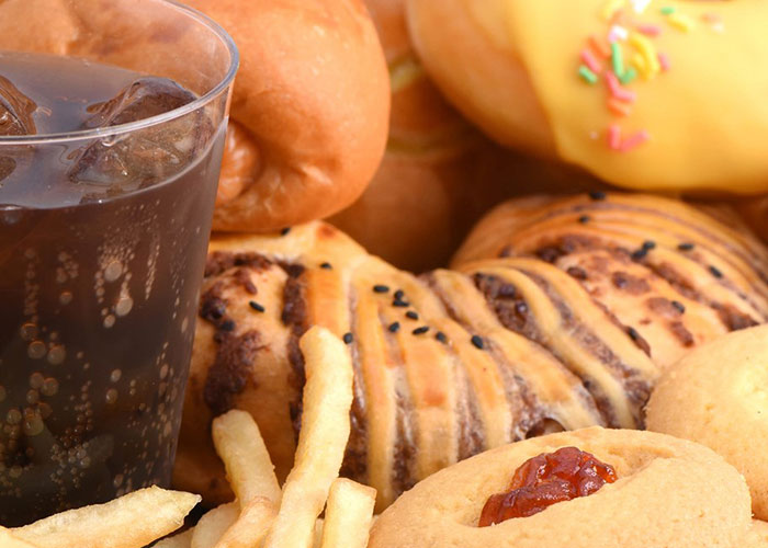 junk healthy food essay Argumentative essay should the sale of junk food in school canteens be banned since the schools were introduced to junk foods, kids started to buy.